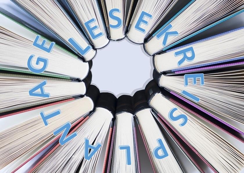 Im Kreis angeordnete Bücher mit dem Schriftzug Lesekreis Plantage